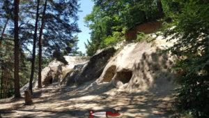 L'entrée des Grottes des Roches Grises La Lamberta.