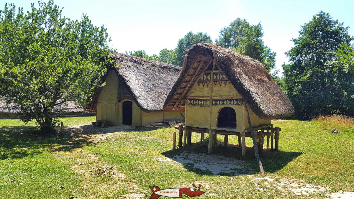 Le village lacustre de Gletterens au bord du lac de Neuchâtel.