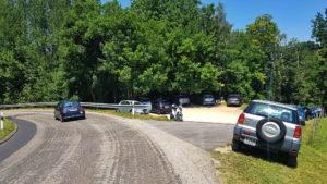 Le parking menant à la Tine de Conflens