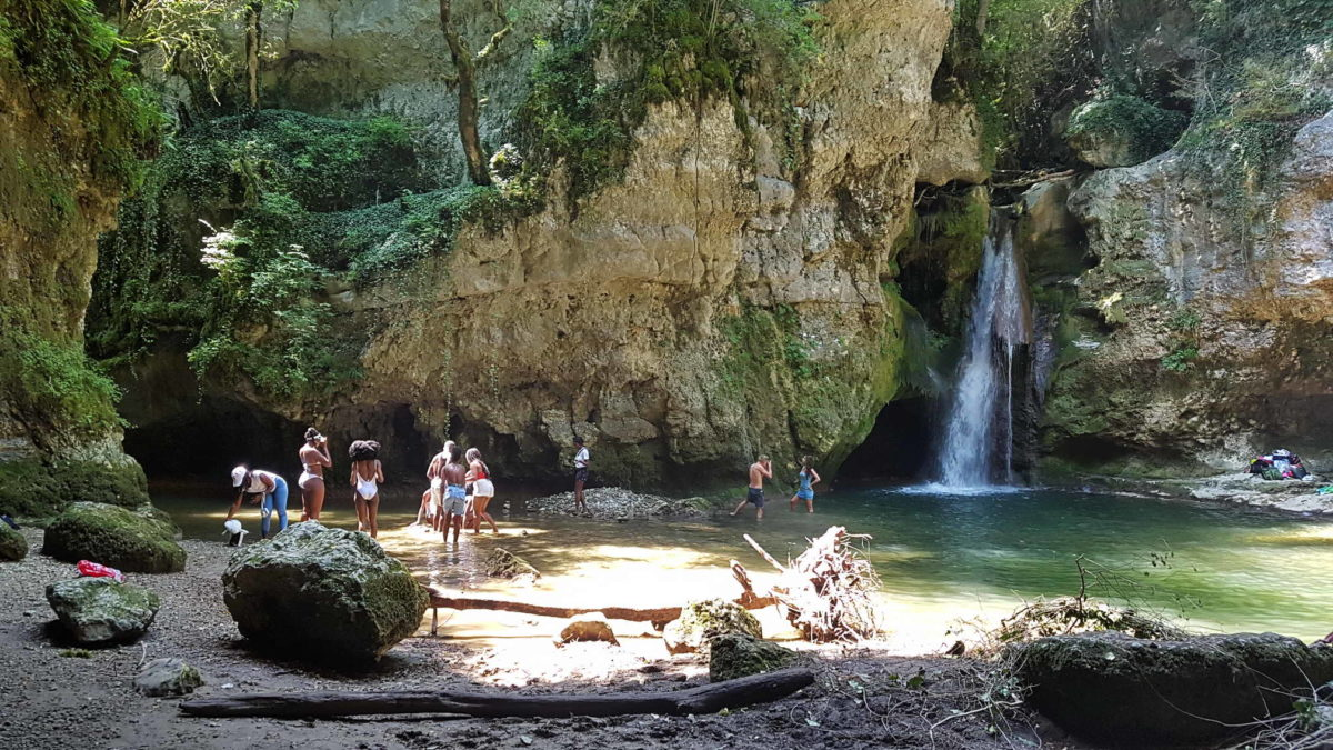 La Tine de Conflens où il est possible de se baigner en été.