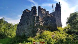 les ruines du château de montsalvens sur les chemin des gorges de la jogne