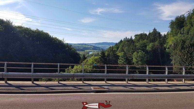 L'antenne du Mont-Gibloux est visible depuis le pont sur les gorges de la Jogne