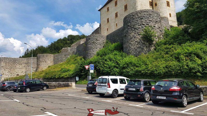 Parking payant en contrebas du château de Valangin pour les gorges du seyon