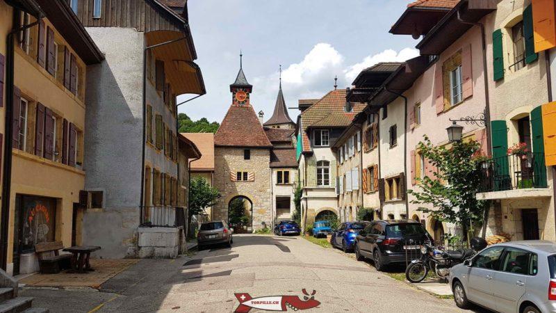 Une porte d'accès au village de Valangin à côét du château de Valangin