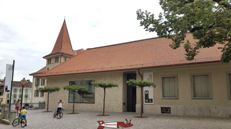 L'entrée du musée historique de Lausanne avec la tour du MUDAC juste derrière.