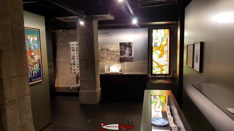 Des panneaux d'information au sous-sol du château dans le musée historique de lausanne