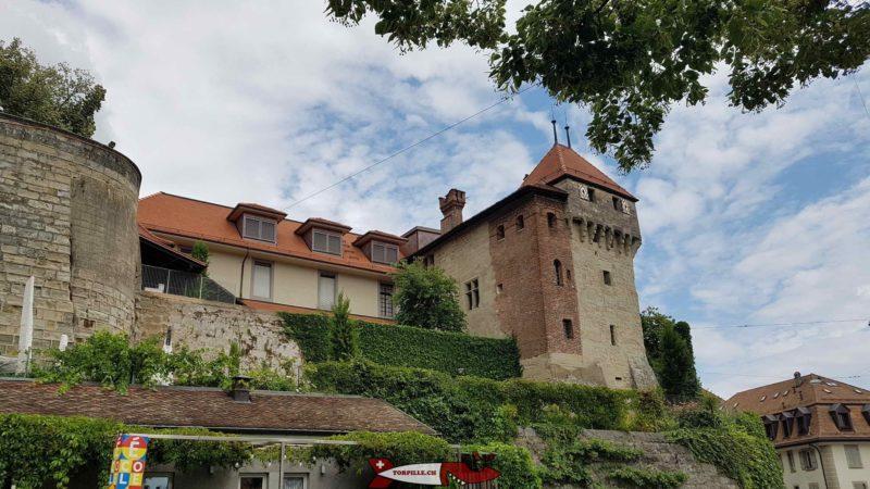 l'esplanade de la cathédrale, le musée historique de Lausanne et le château de l'Ancien Évêché.
