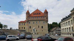 Le parking pour accéder à la cathédrale de Lausanne à côté du château Saint-Maire