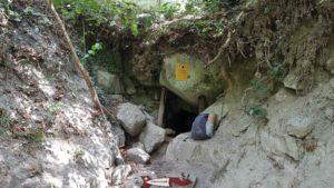 L'entrée de la Caverne des sources d'eau chaudes de Combioula