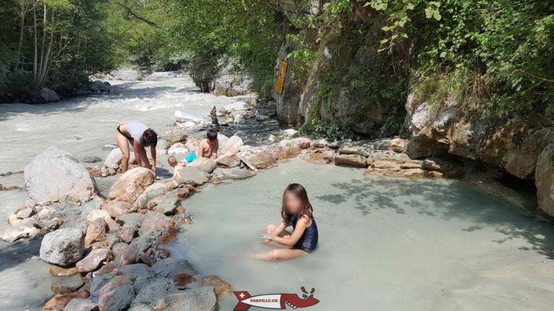 Le bassin extérieur des sources d'eau chaudes de la Combioula
