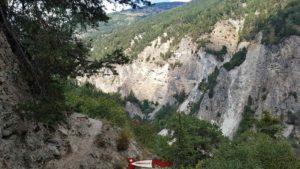 Le chemin le long des gorges de la Borgne.