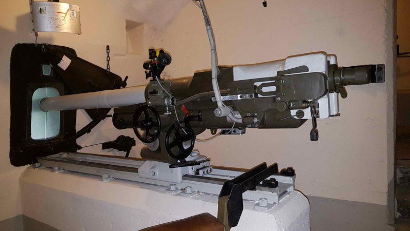 Un canon anti-char dans le fort d'Evionnaz