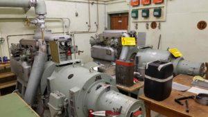 La salle des génératrices pour produire de l'électricité dans le fort de champex-lac