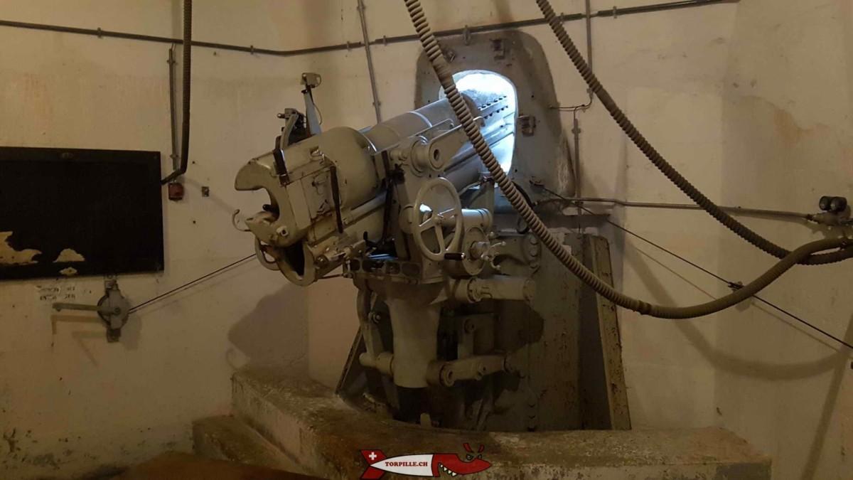 Un canon d'artillerie dans le fort d'évionnaz