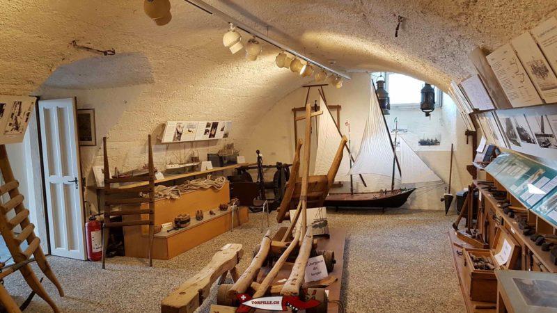 le chantier naval et les barques au musée des traditions et des barques du léman