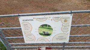 Each animal from the farm to its descriptive card at the Crétillons Arch