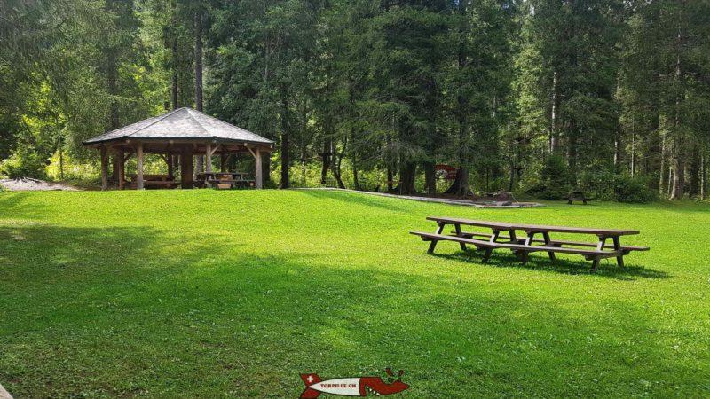 L'accrobranche, le parc des diables, qui propose des tables de pic-nic et des places de barbecue.