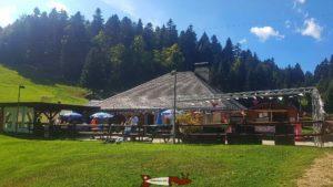 Le restaurant et la terrasse de l'espace loisirs Basseruche
