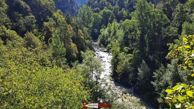 La vue sur les gorges de la Borgne depuis le promontoir de l'ermitage de Longeborgne