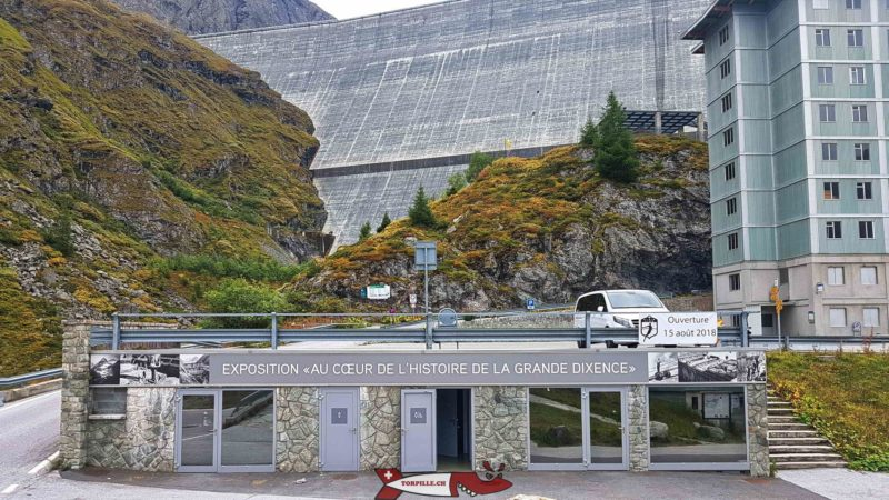 """the exhibition pavilion located at """"le chargeur"""" under the Grande Dixence dam"""