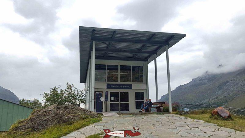 La réception et pavillon d'informations du barrage de la Grande Dixence au chargeur