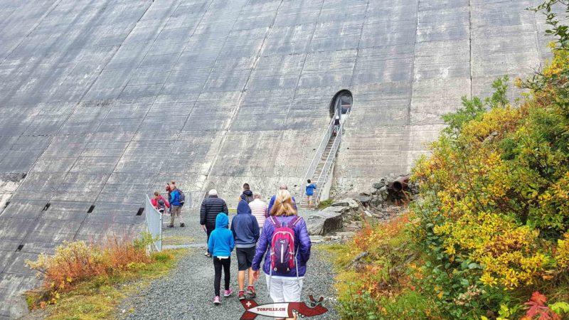 Escaliers métalliques pour accéder à l'intérieur du barrage de la Grande Dixence