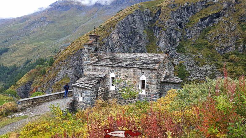 La chapelle Saint-Jean sous le barrage de la Grande Dixence