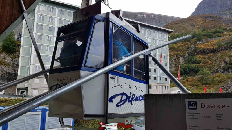 The cable car from the Grande Dixence dam at the lower station