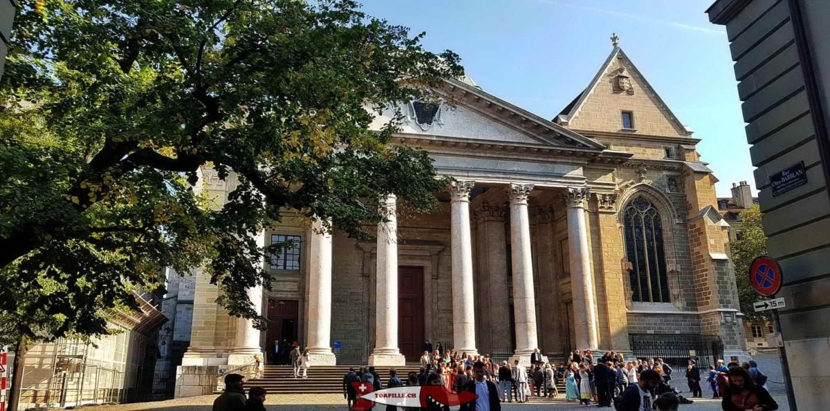 La catédrale Saint-Pierre de Genève avec son porche néogothique.
