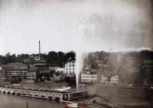 Le jet d'eau de la Coulouvrenière en 1886 ancêtre du jet d'eau de Genève.