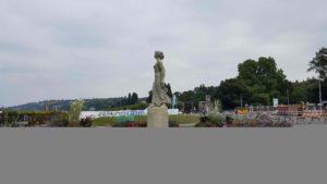 La statue de la Brise depuis le petit train de Genève