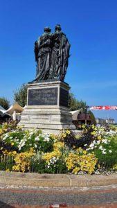 Le Monument National depuis le petit train de Genève