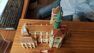 A model of the Geneva Saint Peter's Cathedral at the ticket office.aux tours
