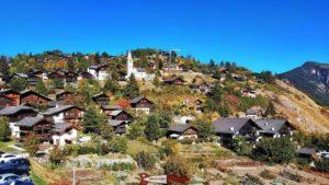 Le village de Vercorin et son église - l'accrobranche de forêt aventures