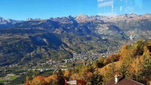 Vue Est sur la vallée du Rhône depuis le téléphérique Chalais-Briey-Vercorin - l'accrobranche de forêt aventures