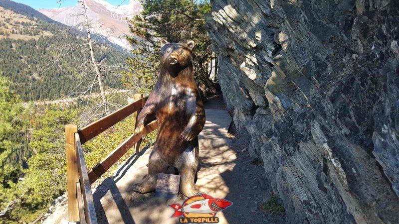 L'ours en bronze du bisse de Savièse