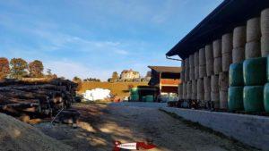 Le château de Saint-Barthélémy avec juste devant les foyers de la fondation et au premier plan la ferme de la fondation CSC