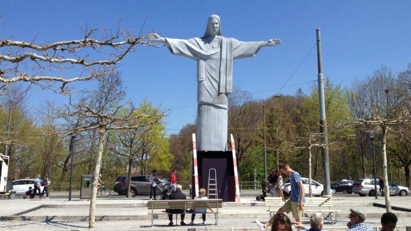 Le Christ Rédempteur sur le boulevard de Pérolles.
