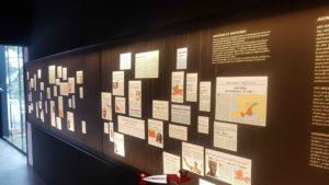 Tableau avec des articles sur l'histoire de Lousonna au musée romain de Lausanne-Vidy