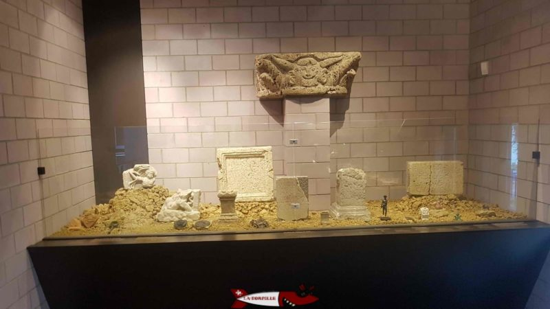 The display case presenting objects related to religious beliefs at Lausanne-Vidy Roman Museum