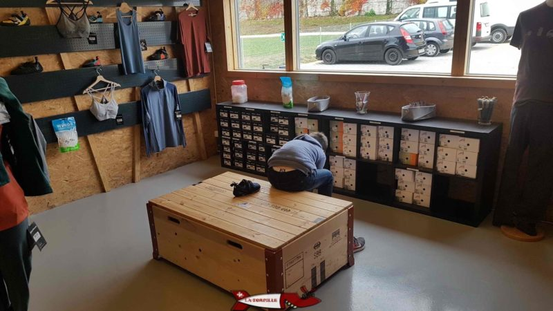 A fitting area for climbing shoes at totem climbing Ecublens