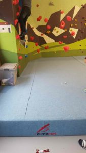 The children's area with a thick carpet at totem climbing Ecublens