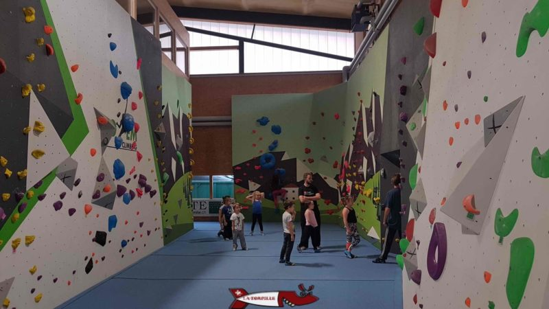 A small block for children and teenagers at totem climbing Ecublens