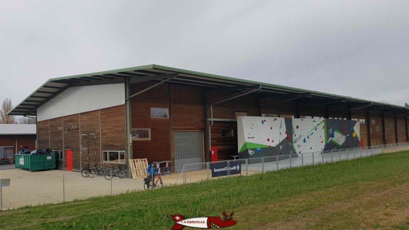 The hangar housing Climbing Ecublens