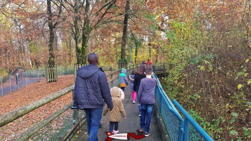 A path inside the Bâtie Woods Zoo.