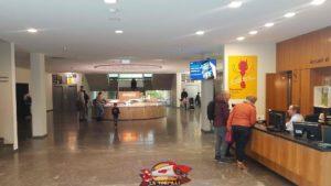 L'entrée du musée d'histoire naturelle de geneve avec la réception