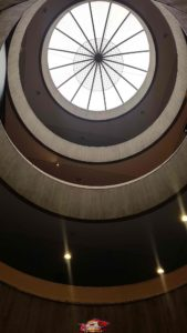 La coupole au dessus des escaliers du musée.