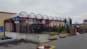 Entrée du centre New Adoc pour accéder à l'espace Loisirs Jayland Villars-Sainte-Croix.