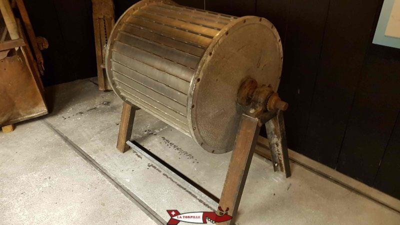 Tambour magnétique exposé au musée des sciences de la terre à Martigny qui servi à récupérer la magnétite des sables à béton de la Grande Dixence.