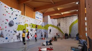 zone du bloc à la salle de grimpe C+ urban climbing